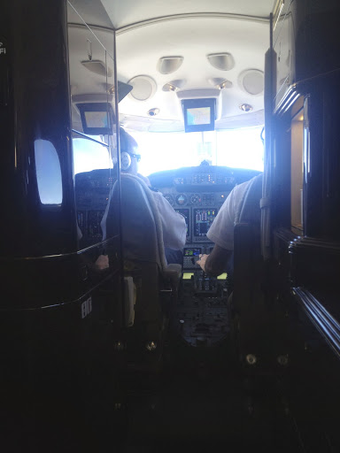 Photo of airline cockpit in adversity checklist article